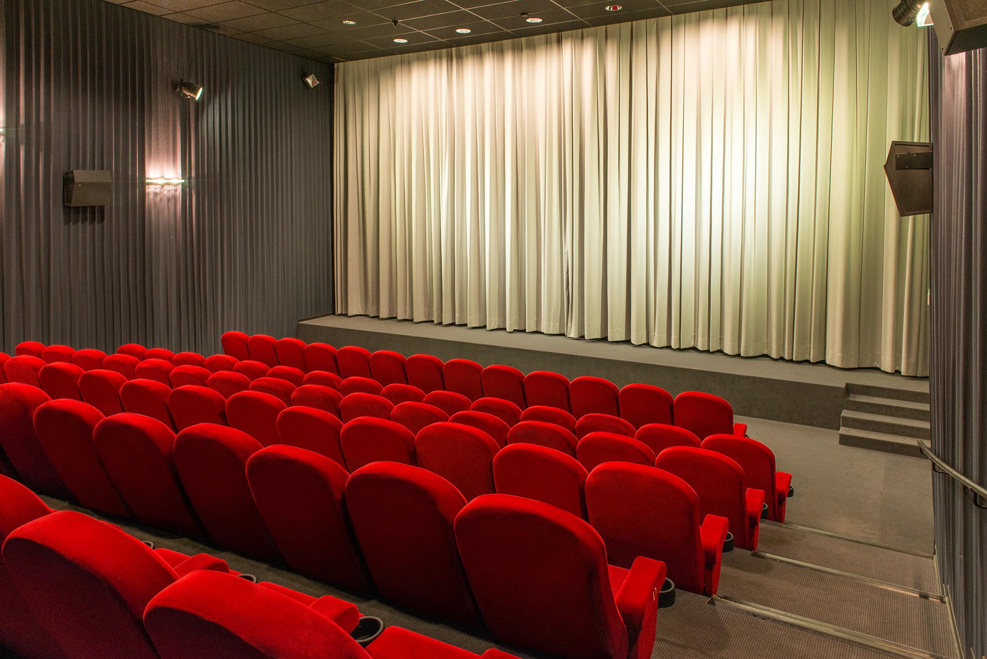 Auch kleinere Kinos können großzügig sein: Kino 5 mit 105 Plätzen
